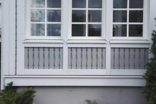 Valkoinen tippa- ja ikkunalista